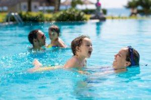 uso y disfrute de piscina comunitaria