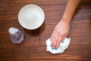 como quitar grasa del suelo con limon