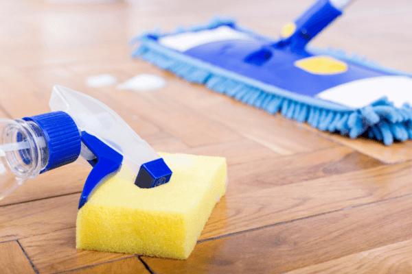 cómo limpiar el parquet estropeado
