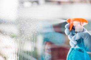 como limpiar las ventanas altas