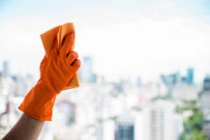 como limpiar ventanas altas
