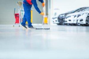 como limpiar un garaje comunitario