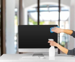 como-limpiar-la-pantalla-del-ordenador
