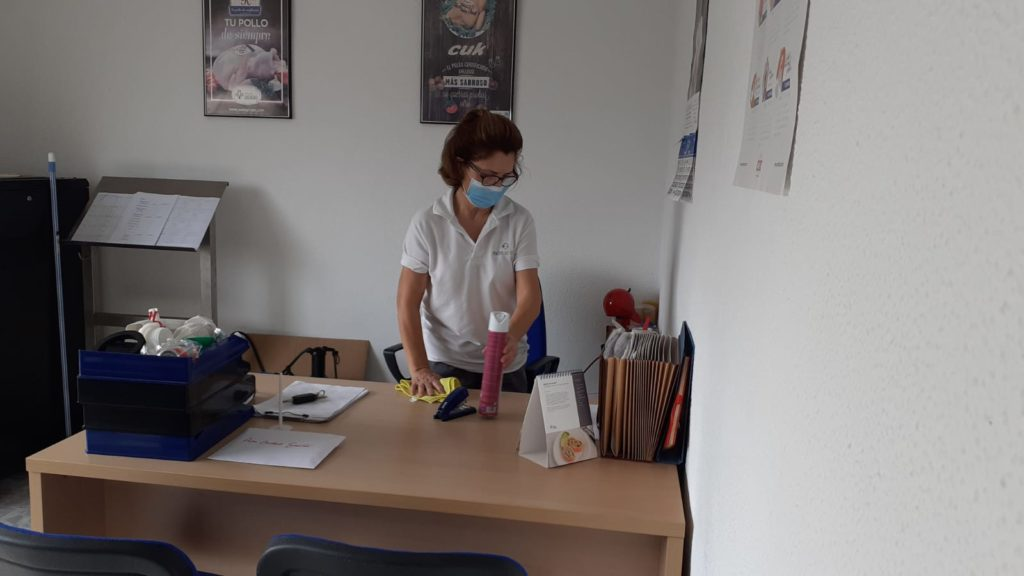 limpiar-una-oficina