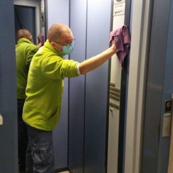 como-limpiar-el-acero-del-ascensor