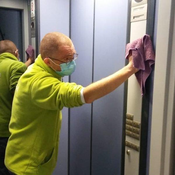 limpiar-acero-inoxidable-ascensor